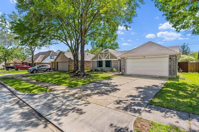 15814 Pilgrim Hall Drive, Friendswood, TX 77546 (MLS #14921321) :: The SOLD by George Team