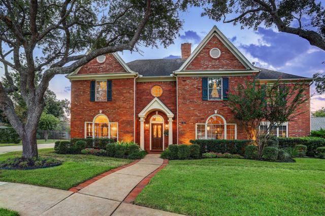 15 Bishops Court, Sugar Land, TX 77479 (MLS #15117458) :: Fairwater Westmont Real Estate