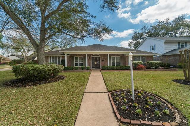 1914 Silver Bank Court, Nassau Bay, TX 77058 (MLS #15414136) :: The SOLD by George Team