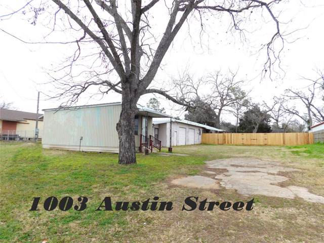 1003 Austin Street, Columbus, TX 78934 (MLS #15422758) :: The SOLD by George Team