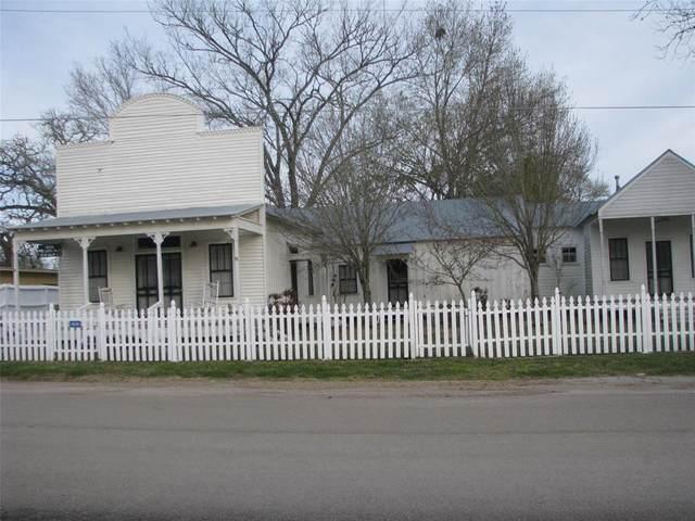 836 Pecan Street, New Ulm, TX 78950 (MLS #15442699) :: The Home Branch