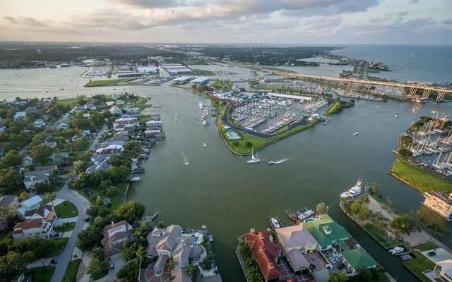 107 Bayou Lane, Kemah, TX 77565 (MLS #15515910) :: Ellison Real Estate Team