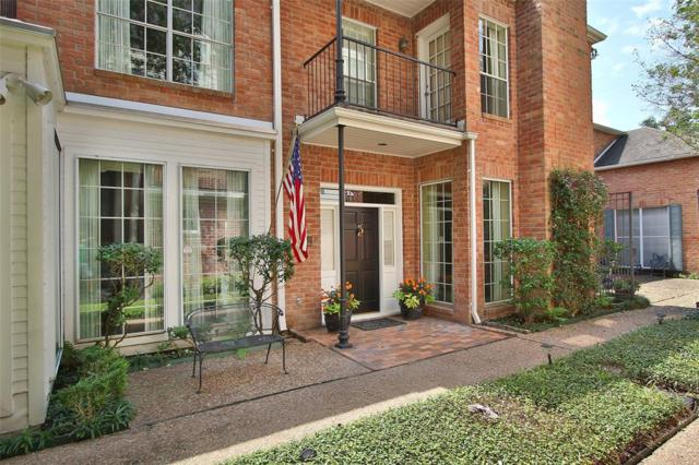 1422 Nantucket Drive B, Houston, TX 77057 (MLS #15646547) :: The Heyl Group at Keller Williams