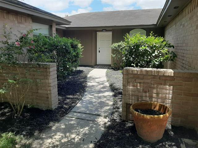 2702 Jeb Stuart Drive, League City, TX 77573 (MLS #16180694) :: Bay Area Elite Properties