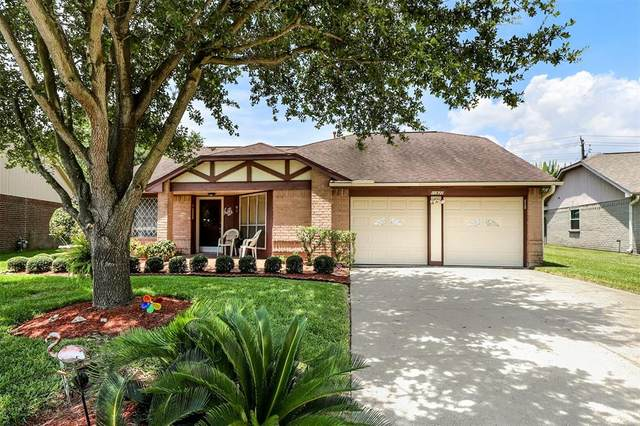 10822 W Mulberry Drive, La Porte, TX 77571 (MLS #16484200) :: The SOLD by George Team