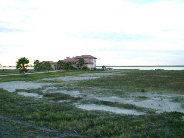135 Sunrise, Rockport, TX 78382 (MLS #17614131) :: Fairwater Westmont Real Estate