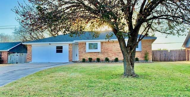 424 Oleander Street, Lake Jackson, TX 77566 (MLS #17675151) :: Michele Harmon Team