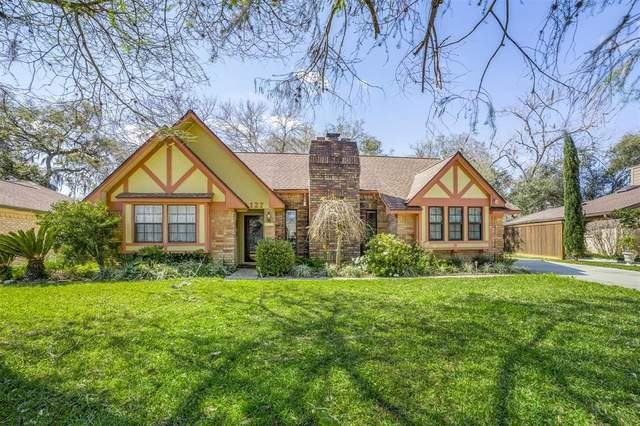 127 Spanish Moss Lane, Lake Jackson, TX 77566 (MLS #17761037) :: The Queen Team