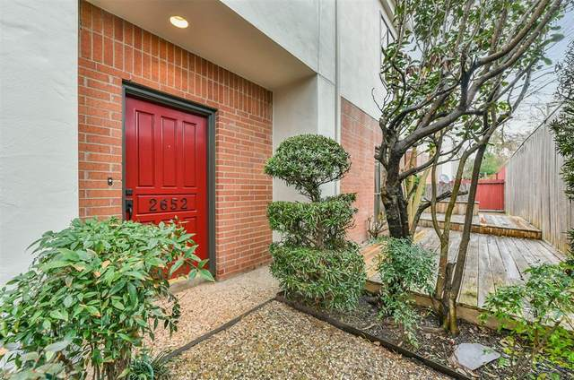 2652 Bering Drive, Houston, TX 77057 (MLS #17931258) :: My BCS Home Real Estate Group