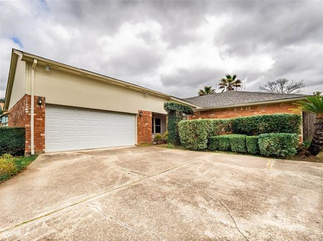 2407 Pilgrims Point Drive, Webster, TX 77598 (MLS #19525738) :: The Queen Team