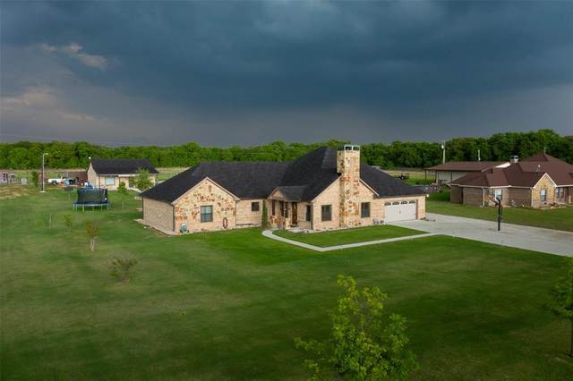 1186 County Road 4698, Boyd, TX 76023 (MLS #19610975) :: The Bly Team