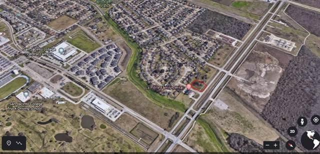 8501 W Fairmont Parkway, La Porte, TX 77571 (MLS #20290939) :: The Queen Team