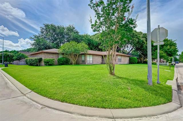 12403 Old River Drive, Mont Belvieu, TX 77523 (#20329674) :: ORO Realty