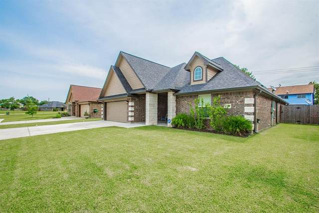220 Majestic Oak Circle, Lake Jackson, TX 77566 (MLS #20351705) :: The SOLD by George Team