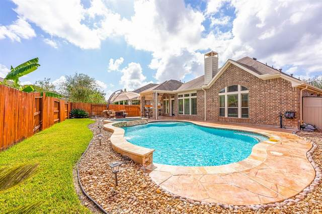 2919 Silhouette Bay Drive, Pearland, TX 77584 (MLS #2039748) :: My BCS Home Real Estate Group