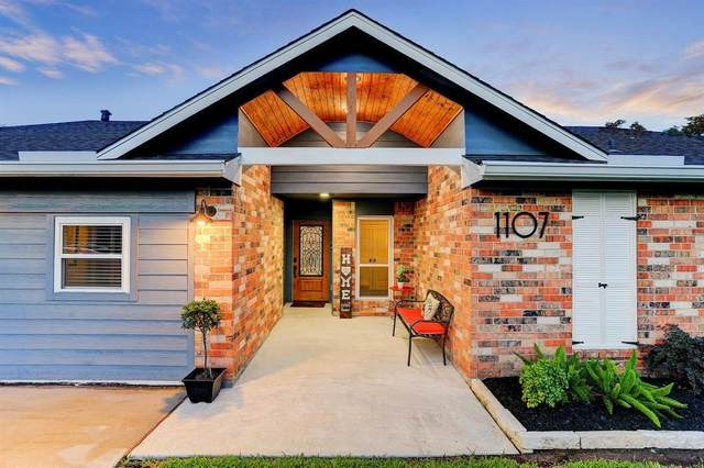 1107 Union Valley Drive, Pearland, TX 77581 (MLS #20627515) :: The Freund Group