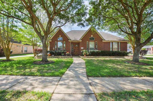 2875 Wimbledon Lane, Friendswood, TX 77546 (MLS #20647481) :: The Sansone Group