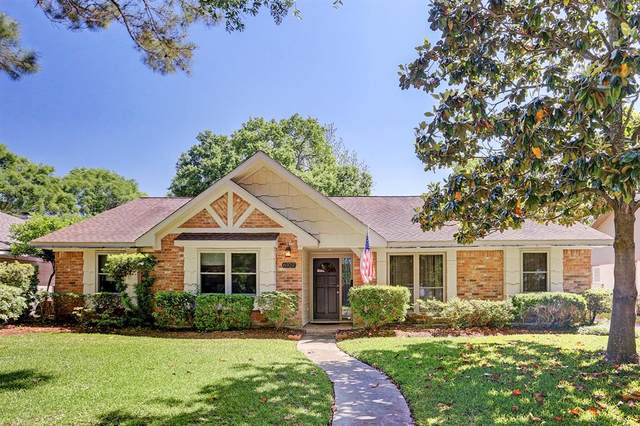 6107 Braesheather Drive, Houston, TX 77096 (MLS #20773756) :: The SOLD by George Team