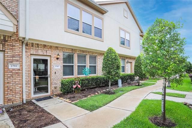 1703 Kemah Village Drive, Kemah, TX 77565 (MLS #21172871) :: Michele Harmon Team