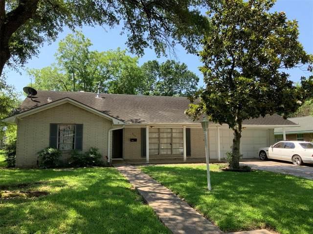 703 Lindenwood Drive, Baytown, TX 77520 (MLS #21336586) :: The Sansone Group