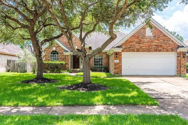 2118 Bristol Breeze Lane, League City, TX 77573 (MLS #2144473) :: The Heyl Group at Keller Williams