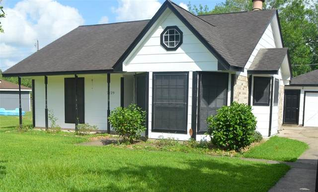 7129 Beechwood Drive, Angleton, TX 77515 (MLS #21883184) :: The SOLD by George Team