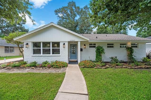 10927 Cedarhurst Drive, Houston, TX 77096 (MLS #21961023) :: My BCS Home Real Estate Group