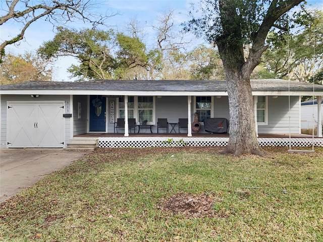 513 Magnolia Street, Lake Jackson, TX 77566 (MLS #22218313) :: Caskey Realty