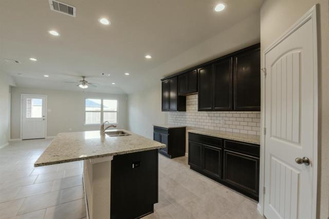 707 Harvest Bluff Lane, Rosharon, TX 77583 (MLS #22385539) :: The Sansone Group