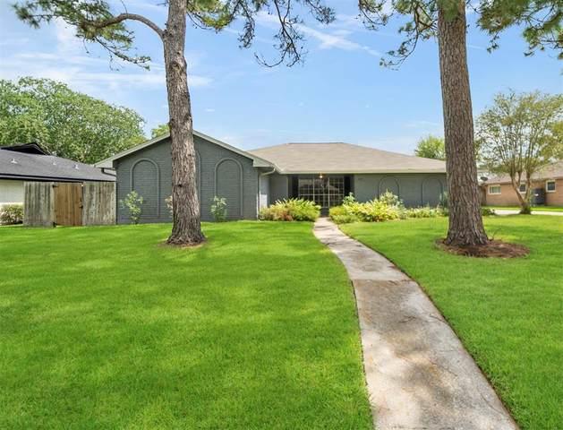 304 Old Bayou Drive, Dickinson, TX 77539 (MLS #22635855) :: Ellison Real Estate Team