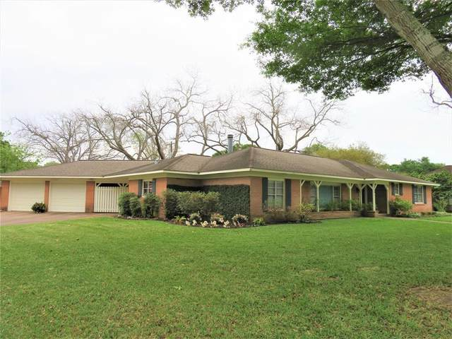 412 Avenue B, El Campo, TX 77437 (MLS #22736713) :: Michele Harmon Team