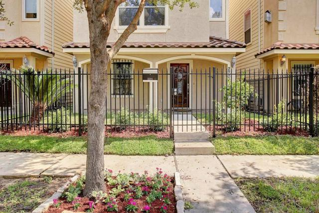 2206 Colorado Street, Houston, TX 77007 (MLS #22851180) :: Team Parodi at Realty Associates