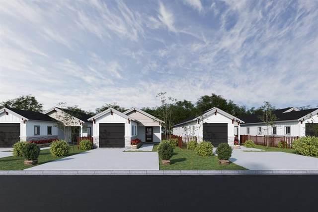 310 W Live Oak Street, Angleton, TX 77515 (MLS #2337453) :: Ellison Real Estate Team
