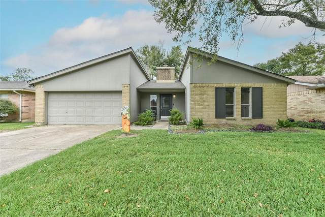 15 Lobo Court, Angleton, TX 77515 (MLS #23565414) :: Giorgi Real Estate Group