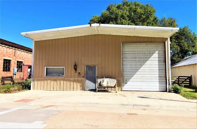 317 S Park Street, Brenham, TX 77833 (MLS #2372098) :: Lerner Realty Solutions