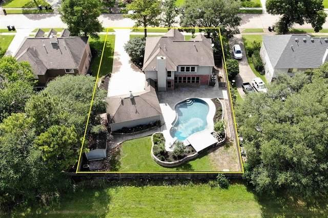 1205 Twin Oaks Street, Friendswood, TX 77546 (MLS #2376541) :: The Freund Group