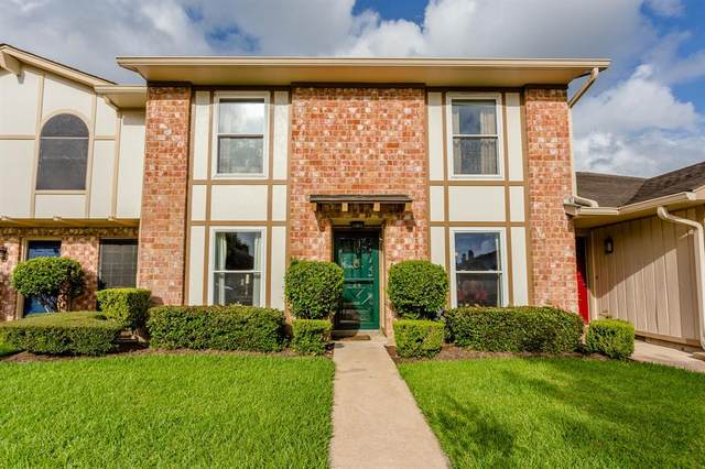 24 Wellington Court, Missouri City, TX 77459 (MLS #23809160) :: The SOLD by George Team