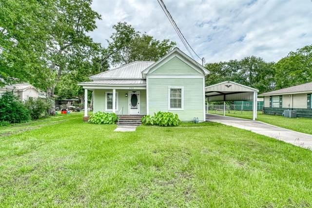209 N Texas Street, Madisonville, TX 77864 (MLS #23960456) :: Ellison Real Estate Team