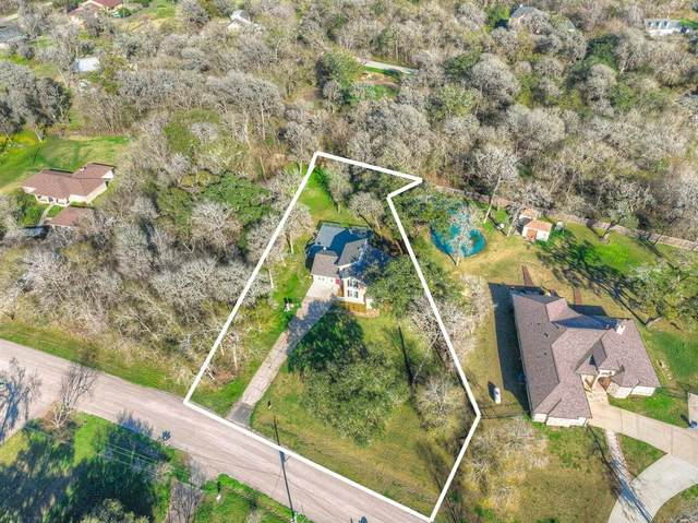 324 Buffalo Trail, Lake Jackson, TX 77566 (MLS #24071415) :: The Jennifer Wauhob Team