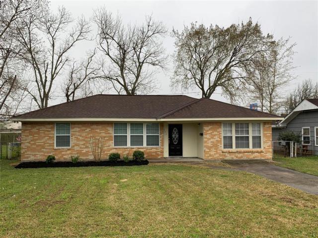111 Long Drive, Baytown, TX 77521 (MLS #24123161) :: Texas Home Shop Realty