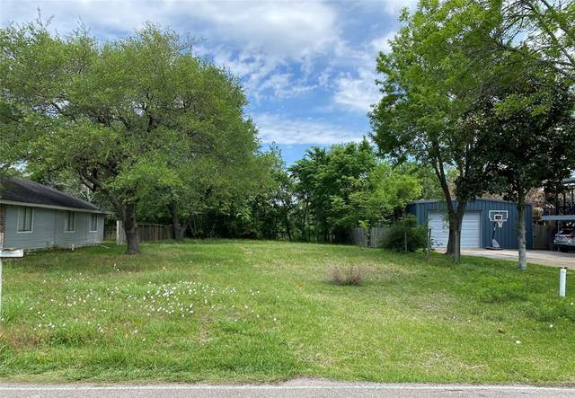 222 E Forest Avenue, Shoreacres, TX 77571 (MLS #24406193) :: Connell Team with Better Homes and Gardens, Gary Greene