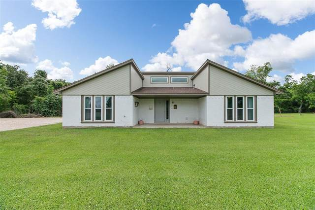 500 E East Main Street, Clute, TX 77531 (MLS #24504356) :: Lerner Realty Solutions