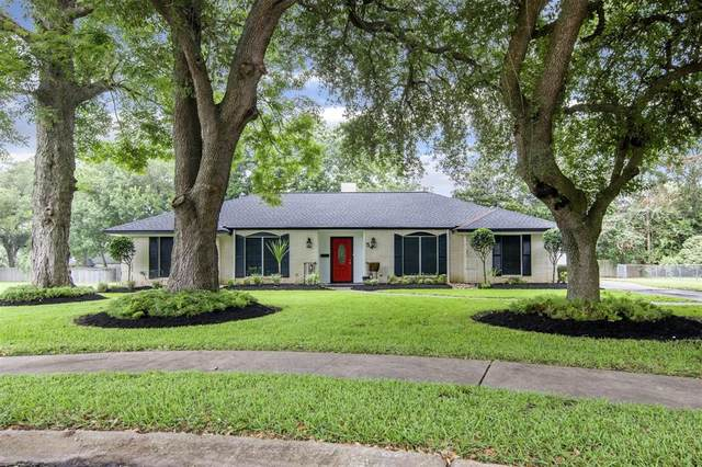 54 Forest Court, Lake Jackson, TX 77566 (MLS #24633227) :: The Heyl Group at Keller Williams