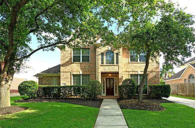 2007 Golden Bay Lane, League City, TX 77573 (MLS #24679648) :: The Bly Team