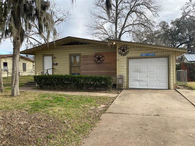 54 Blue Bonnet Court, Freeport, TX 77566 (MLS #24877768) :: NewHomePrograms.com