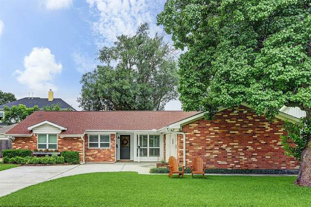 9018 Mullins Drive, Houston, TX 77096 (MLS #24912086) :: The Queen Team