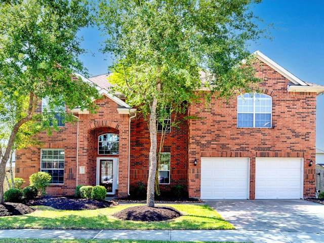1732 Silver Bend Drive, Dickinson, TX 77539 (MLS #25242371) :: The Queen Team