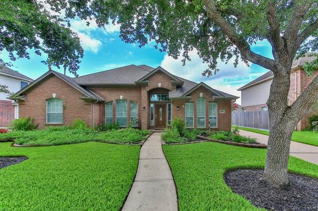2445 La Rochelle Court, Seabrook, TX 77586 (MLS #25360123) :: The SOLD by George Team