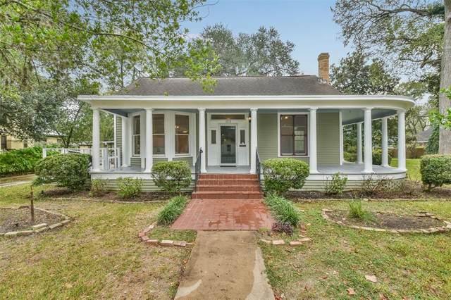 1217 Travis Street, Columbus, TX 78934 (MLS #25404095) :: Lerner Realty Solutions