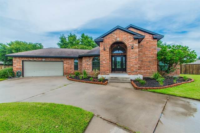 208 Tracy Street, Angleton, TX 77515 (MLS #25712502) :: The SOLD by George Team